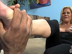 Ginger Lynn gets a foot massage from a black dude she just met. Next, she massages his massive dick with her lips and then with her pussy lips. He cums in her mouth.
