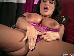 Phenomenal MILF Lisa Ann is ready for some amazing solo action. She opens her legs wide and uses her long fingers to experience a deep orgasm on the camera.
