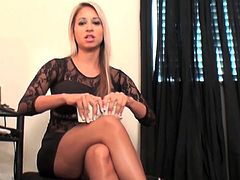 Blonde gal likes to play with her feet and tease by slowly undulating them