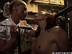 Blonde Bailee spends her sexual energy with lesbian Kathia Nobili