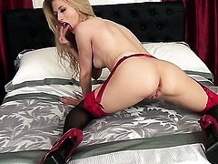 Michelle Moist tries her hardest to give herself the greatest orgasm ever