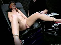 Damn wild masturbation is going on in here! Kinky chick Elizabeth Bentley is going to get a fucking machine up her pussy!