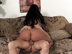 Mason Moore makes dudes stiff pole disappear in her mouth in sexual ecstasy