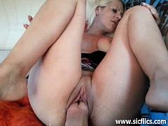 Fisting the wifes snatch till she orgasms