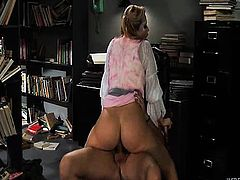 Alexis Texas doing what she does best
