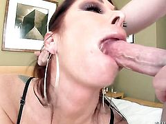 Tiffany Mynx asks hot guy to insert his pole in her mouth