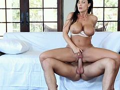 Pure mature brings you a hell of a free porn video where you can see how the busty brunette milf Lisa Ann gets banged hard and deep into a spectacularly intense orgasm.