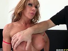 Brazzers Network brings you a hell of a free porn video where oyu can see how the vicious blonde Farrah Dahl and the wild brunette Shay Fox fight for the prize of best fucker!