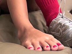 This teen is amazing when undulating and rubbing those feet in solo scene