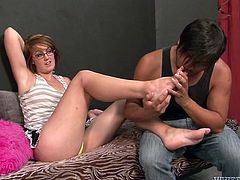 Perverted dude has got kinky fetishes. He is sexually attracted to female armpits and svelte feet. He has filthy foreplay with slutty whooty.
