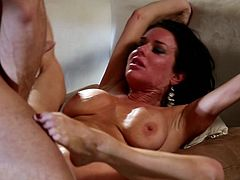 Staggering raven receives deep penetration in full hardcore porn show