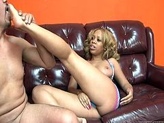 Have a look at this hardcore scene where the sexy ebony babe Melrose Foxxx is eaten out and fucked by this guy.