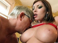 Donna Bell is a sex pro that is ready to enjoy Christoph Clarks dick in her booty for hours