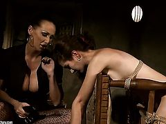 Brunette Mandy Bright screams in lesbian sexual ecstasy with Issa Bella