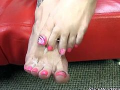 Black Meat White Feet brings you a hell of an interracial free porn video where you can see how the hot brunette Tiffany Mynx uses her hot feet on a big black cock.