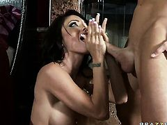 Johnny Sins attacks attractive Jessica JaymesS slit with his love torpedo