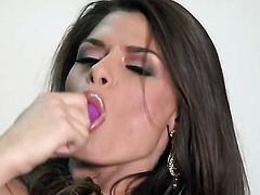Madelyn Marie masturbates for your viewing enjoyment