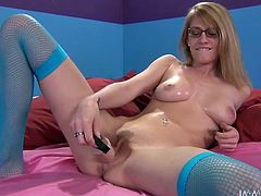 Svelte pale bodied nerd Allie James pounds her hairy cooch with dildo