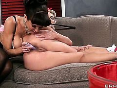 With giant hooters gets stuffed in her muff pie