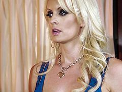 Dani and Stormy Daniels explore each other's vags in lesbian scene