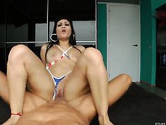 Senorita keeps her mouth wide open while giving depth throat job to Nacho Vidal
