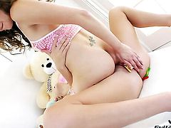 Kiera King spends her sexual energy with lesbian Chastity Lynn