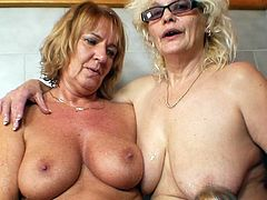 Mature ladies love the ideea of masturbating one another's wet cunt