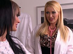 Alektra Blue and nasty doctor Summer Brielle play lesbian games
