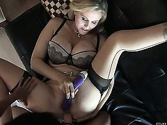 Julia Ann screams in lesbian sexual ecstasy with Dana Vespoli