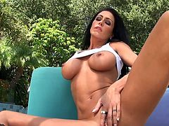 Astounding views from dazzling Jessica Jaymes during solo masturbation scene
