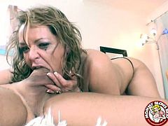 Busty cougar Kelly Leigh knows how to please her partner