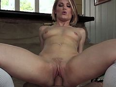Alluring blonde ash hollywood rides a hard cock