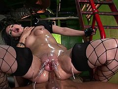 Pussy Pumping & Anal, Bizarre Combo!