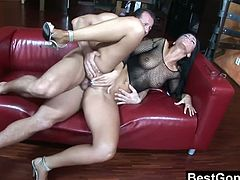 Checkout this sexy big ass Euro babe Simone Peach in this hot video, where two horny studs takes turns to fuck her hard.See how first guy drills her holes then the second come to fuck her till he creams her mouth.