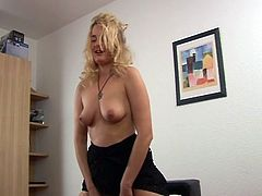 Horny blonde momma in her sizzling solo pussy fun on cam with her nasty fucking machine.