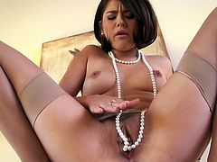 Kinky and slutty whore Shyla Jennings shows her boobs