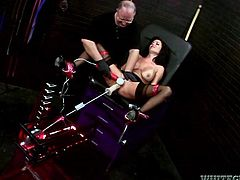 Have fun busting a nut to this hot scene where the busty brunette Veronica Avluv wears sensual linger while being fucked by a machine.