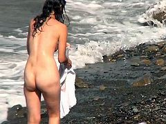 Its really naughty to watch nude babes at the beach in secret