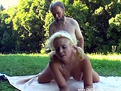 Click to watch this babe, with natural boobs wearing a miniskirt, while she gets fucked outdoors after doing sports with her personal trainer.