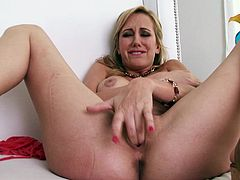 Blonde slut fingers her fuckin' snatch for the camera