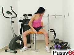 Teen, in gape my pussy, lifts up her Shorts. Brunette babe has a strange fetish for spreading her pussy wide open while showing her big ass on the camera.See how she spreads her legs and shows that tight pussy for gaping it nicely.