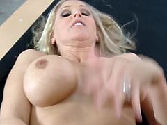 Amazing Julia Ann flaunting off her huge boobies that keep on bouncing while fucking her hard in pov style. Look how she got horny in the end because of that fucking orgasm.