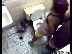 Attractive curvy brunette is so horny that she agrees to be fucked in the toilet doggystyle. Have a look at this chick in The Indian Porn sex clip.