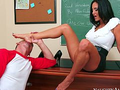 Smoking hot curvy MILF Ava Addams sits on teacher's desk teasing her college boy Bill with her fabulous legs. Dude takes off her shoes and fills his mouth with Ava's delicious soles. Then Ava invites Bill to lick her delicious pussy.
