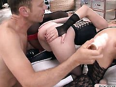 Rocco Siffredi uses his sturdy cock to bring Hot bodied babe to the edge of nirvana after headjob