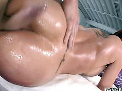 Fabulously hot woman Kelly Divine with juicy booty is full of desire to take hard dick in her anal
