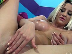 Shameless blonde sexpot Sienna Day has gorgeous boobs and tight round ass. Babe circles her hands around her boobies and finger bangs her drooling snatch in doggy pose.