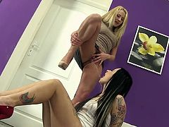 Pissy sluts in dirty oral together