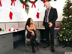 Jessica Bangkok is fucked by a coworker in the office