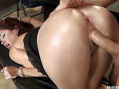 Have fun with this hardcore scene where the busty redhead Tiffany Mynx is fucked silly by a large cock after this guy eats her pussy out.